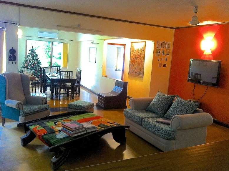 2 Bhk 150sqmt Flat fully furnished for Rent in Miramar, North-Goa.(70k)