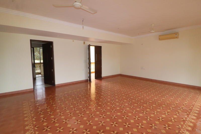 2 Bhk 157sqmt flat Semi-furnished for Sale in Donapaula, North-Goa. (1.10Cr)