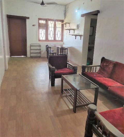 2 Bhk 90sqmt flat Semi-furnished for Rent in Miramar, North-Goa.(17k)