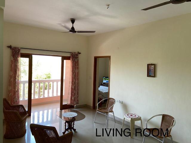 2 Bhk 110sqmt flat Semi-furnished for Sale in Donapaula, North-Goa.(80L)