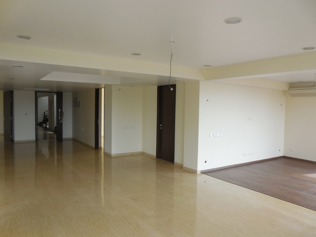 4 Bhk 248sqmt. Seaview flat brand new for Sale in Donapaula, North-Goa.(3.50Cr)