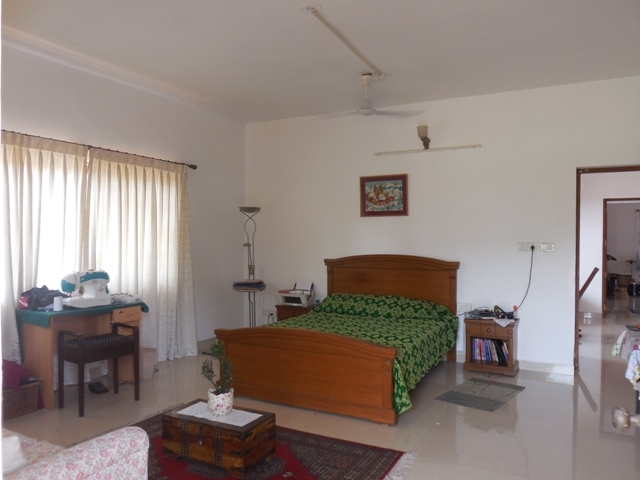 4 Bhk Seaview furnished Bungalow for Rent in Donapaula, North-Goa.(1.30L)